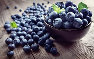 Antioxidants can help to protect skin from acne